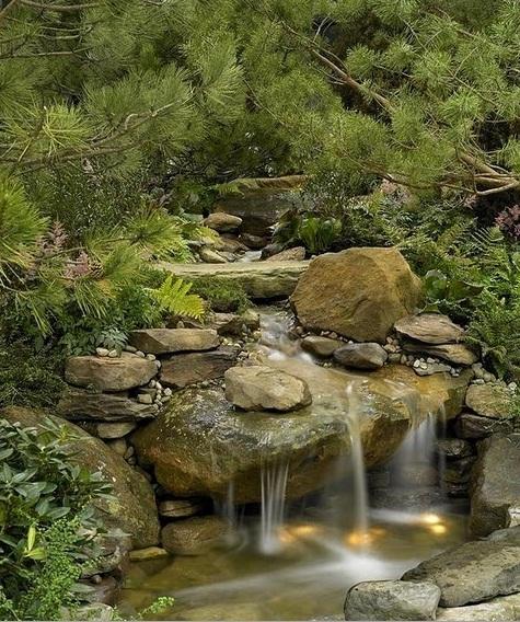 Альпийская горка с водоемом фото
