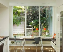 Интерьер кухни с диваном. 15 фото