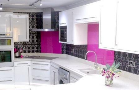 фартук для кухни цвета фуксии фото