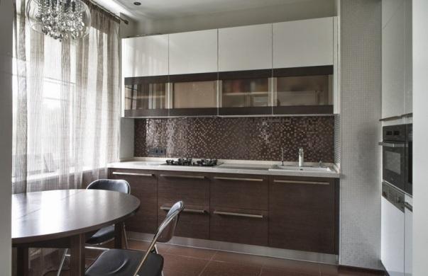 серый и коричневый на кухне