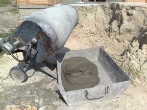 приготовить бетонную смесь вручную